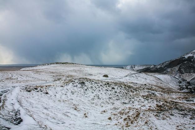 Winterlandschap in het zuiden van ijsland, noord-europa.