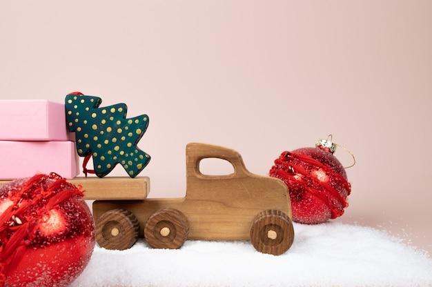 Winters tafereel met houten kerstwagen en geschenkdoos. hoge kwaliteit foto