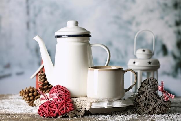 Wintersamenstelling met warme drank