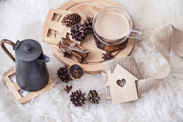 Winterstilleven met kegels en warme drank