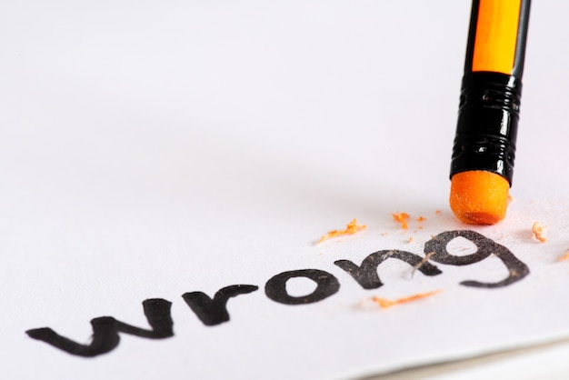 Wis het woord wrong met een rubber concept van het elimineren van de fout, fout