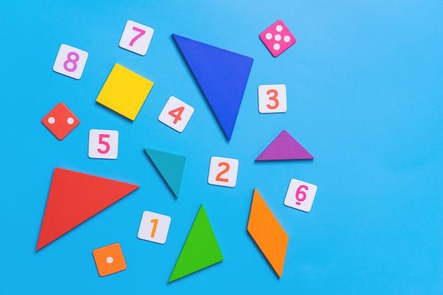 Wiskundestuk met aantal en wiskundevormen voor jong geitjeonderwijs