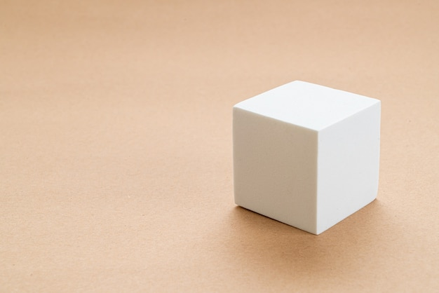 Wit blok bij het scheren van geometrie