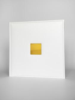 Wit boek in leren band met een goudkleurig metalen inlegvel voor opschrift. print producten. fotoboeken en albums. individuele producten.
