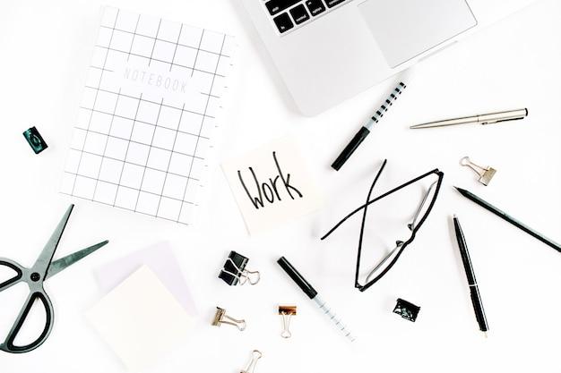 Wit bureaukader met woordwerk en leveringen