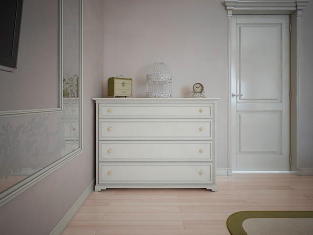 Wit dressoir in slaapkamer met crèmekleurige muren