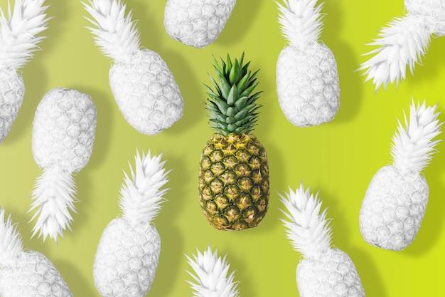 Wit gekleurde ananas op een levendige gele achtergrond