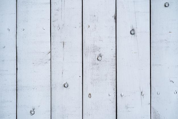 Wit geschilderde houten muur voor achtergrond en textuur.