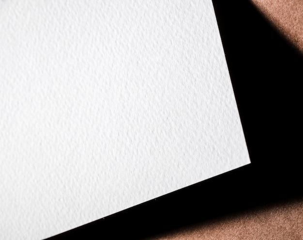 Wit geweven papier met schaduw
