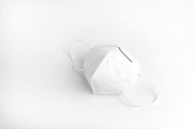 Wit gezichtsmasker of covermouth op witte achtergrond