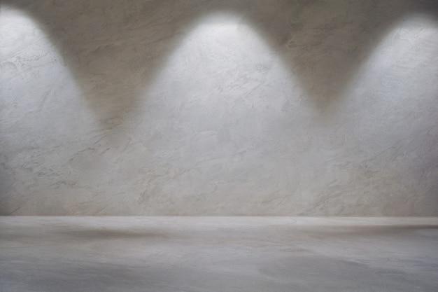 Wit grijze betonnen muur met wandlamp en lege betonnen vloer