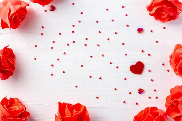 Wit houten feestelijk frame voor st valentine-dag