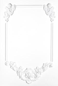 Wit leeg oud kader van gips in de renaissance-stijl.