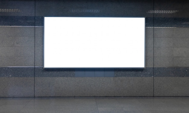 Wit leeg reclamebord voor reclame of kaart in de metro