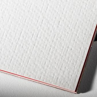 Wit materiaal met branding voor close-up
