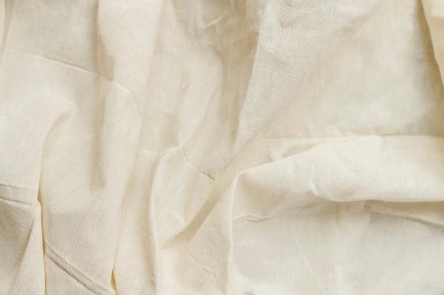 Wit materiaaloppervlak met gedraaide golven