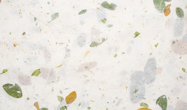 Wit moerbeipapier met bladtextuurachtergrond, handgeschept papier horizontaal met uniek papierontwerp, zachte natuurlijke papierstijl voor esthetisch creatief ontwerp