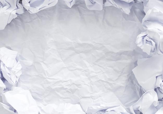 Wit papier op tafel