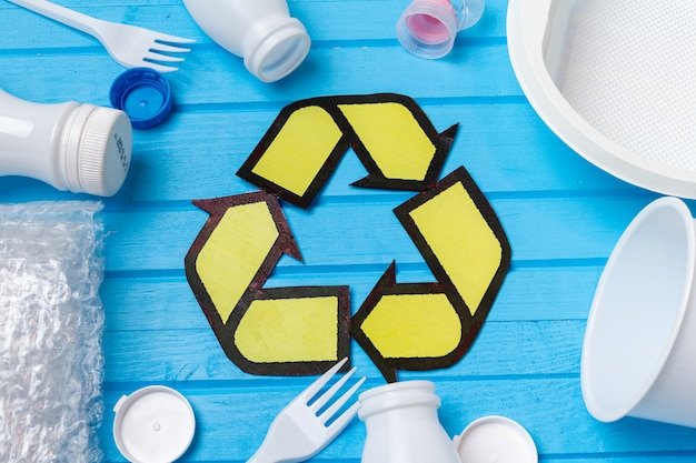 Wit plastic afval met recycling