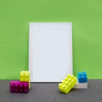 Wit prentbriefkaarboek met een groene achtergrond