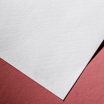 Witboek met close-up branding