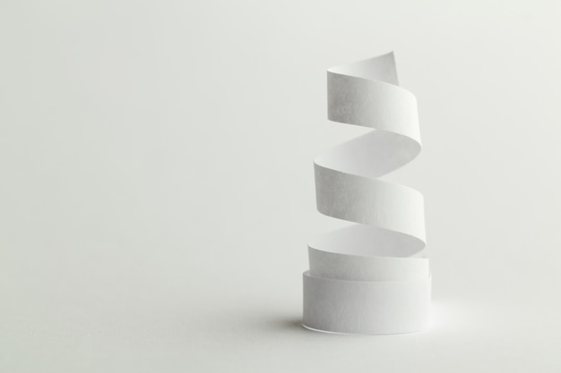Witboekspiraal op wit