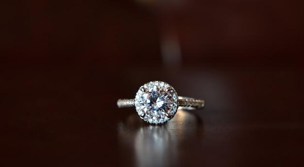 Witgouden ring met prachtige diamanten