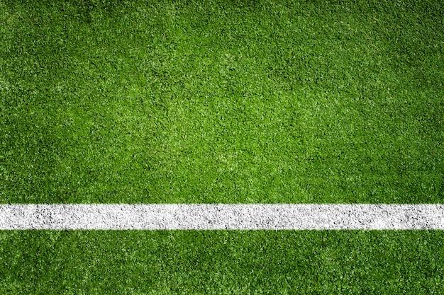 Witte achtergrond van het het voetbal groene gebied van het streepgras