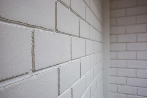 Witte bakstenen muurachtergrond in hotelkamer