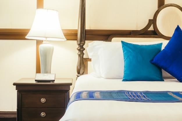 Witte bed lamp hotelwezen