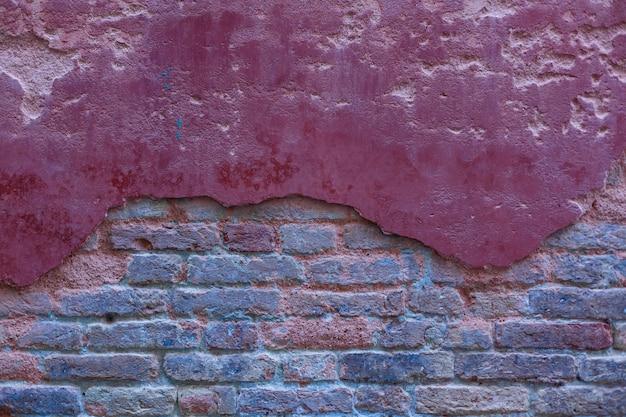 Witte blootgestelde baksteen concrete muur.