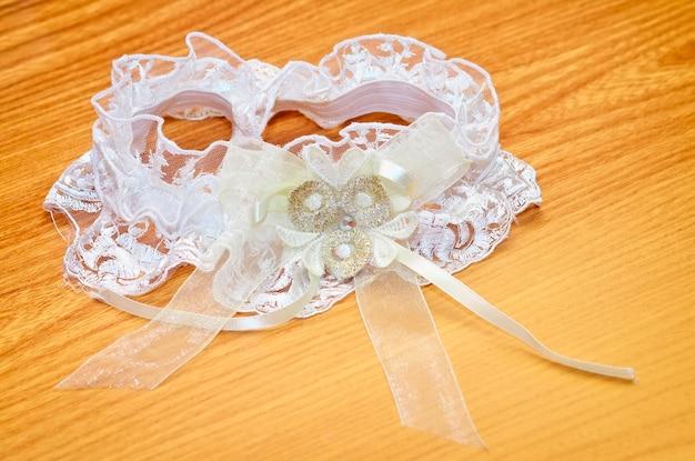 Witte bruiloft kousenband voor de mooie bruid