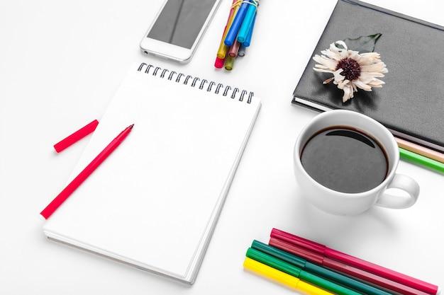 Witte bureautafel, bedrijfs- en onderwijsconcept