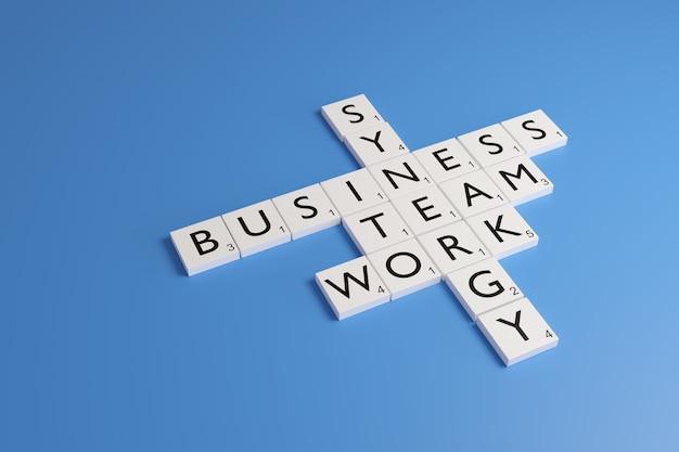 Witte chips met letters vormen de woorden synergie, zaken, team en werken op een blauwe achtergrond.
