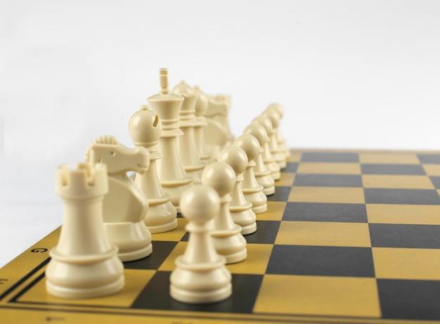Witte cijfersceremonie op een schaakbord