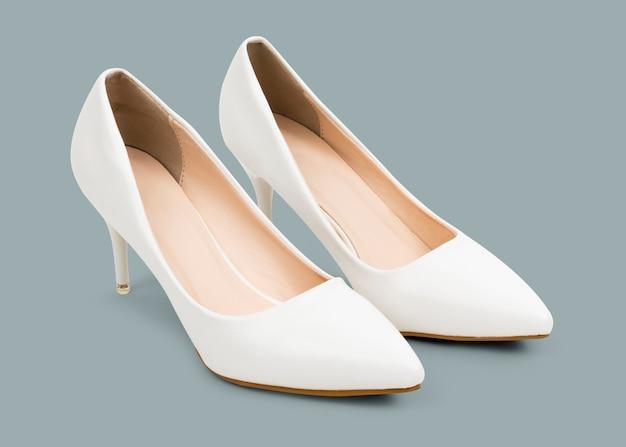 Witte damesschoenen met hoge hakken, mode