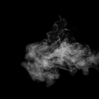 Witte damp, rook op een zwarte achtergrond om aan je foto's toe te voegen. perfecte rook, stoom, geur, wierook voor uw foto's. maak mystieke halloween-foto's. abstracte achtergrond, ontwerpelement