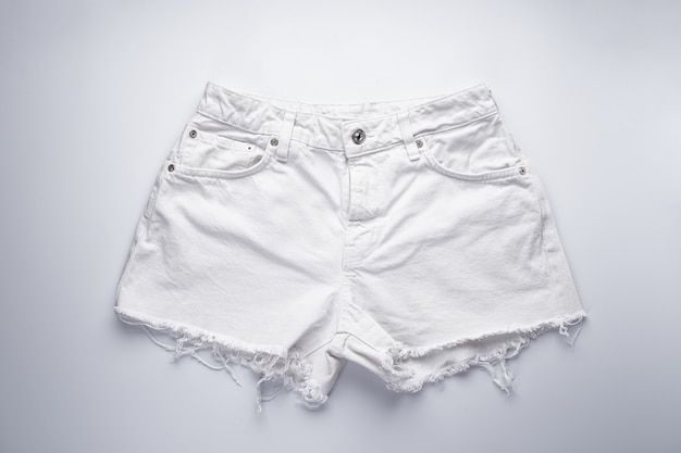 Witte denim short voor dames, voorzakken, bovenaanzicht.
