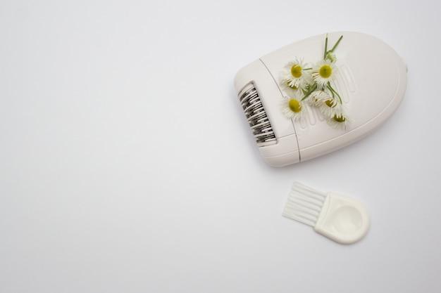 Witte elektrische epilator om ongewenst haar te verwijderen