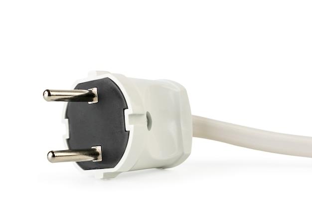 Witte elektrische kabel plug close-up geïsoleerd