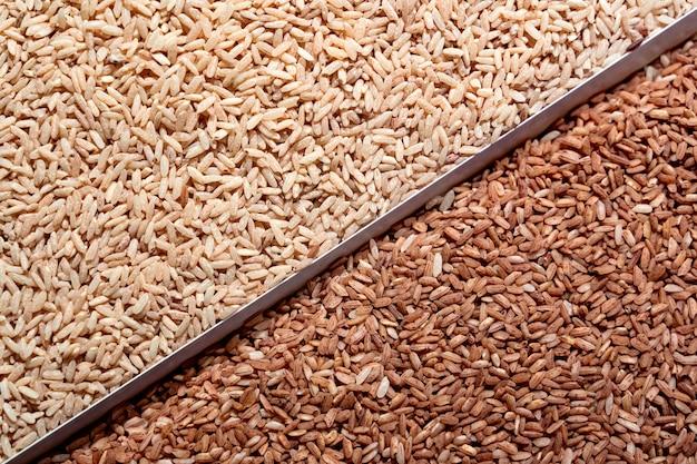 Witte en bruine lange rijst