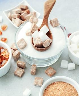 Witte en bruine suiker
