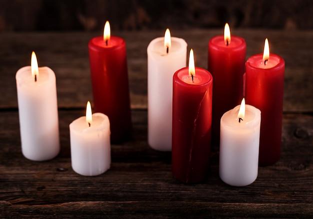 Witte en rode kaarsen