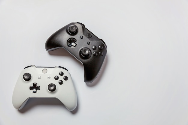 Witte en zwarte joystick