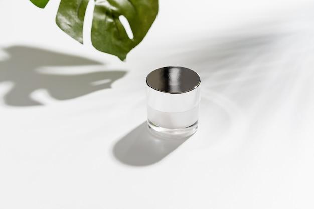 Witte fles crème, mockup van schoonheidsproduct merk