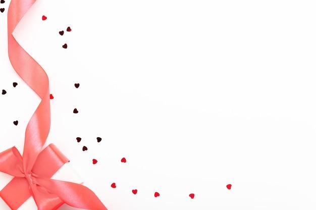 Witte geschenkdoos met roze strik