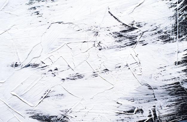 Witte geschilderde cementachtergrond met brede borstelslagen