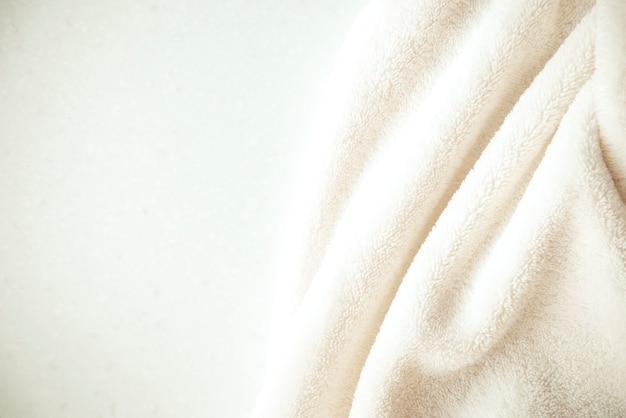 Witte gevoelige zachte achtergrond van pluche stof