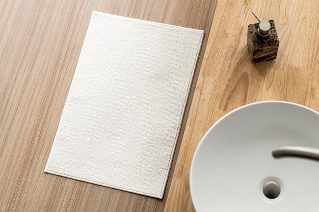 Witte katoenen badkamermat woondecoratie