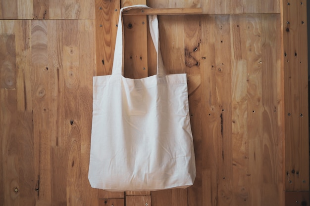 Witte katoenen linnen boodschappentas